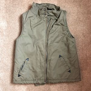 Thread and supply fleece lined vest size large
